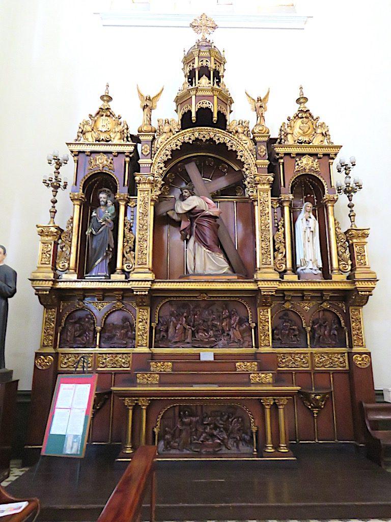 One of the altars inside Iglesia Jesús Nazareno
