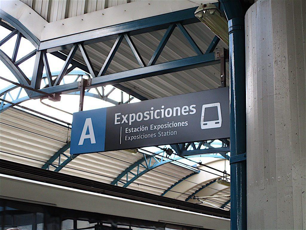 Exposiciones metro station