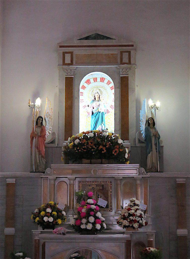 Inside Iglesia de Santa Ana
