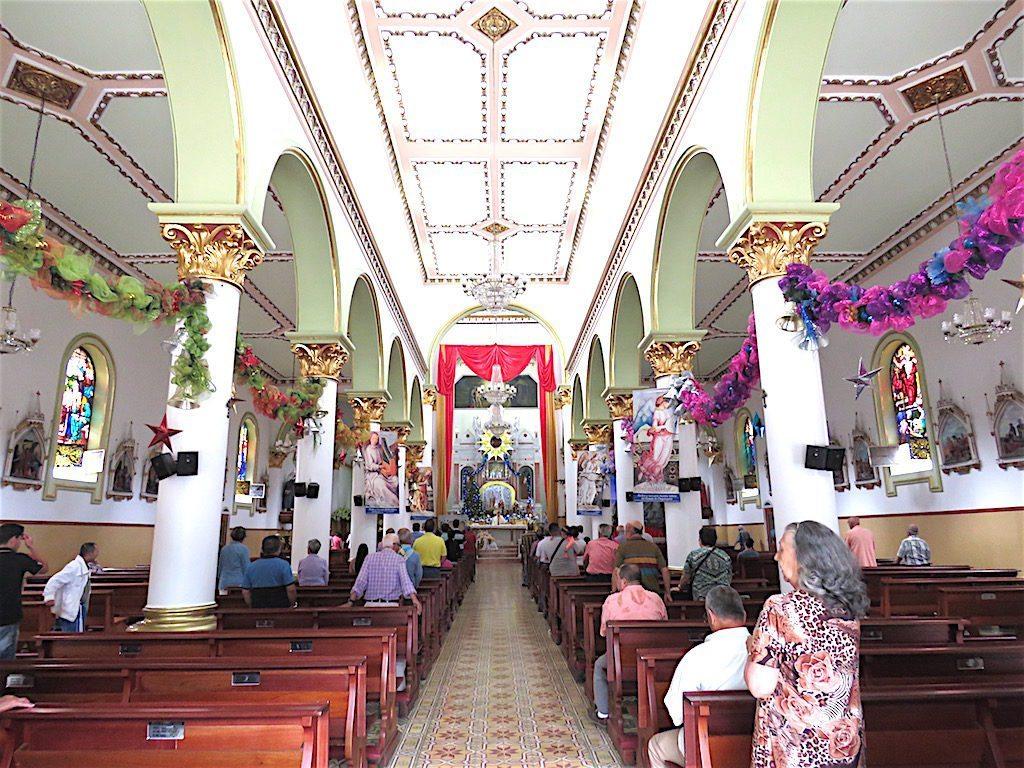 The central nave inside Basílica Menor de Nuestra Señora del Rosario de Chiquinquirá