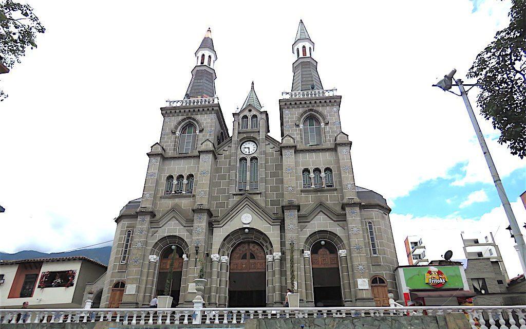 Nuestra Señora Chiquinquirá: Beautiful Church in La Estrella