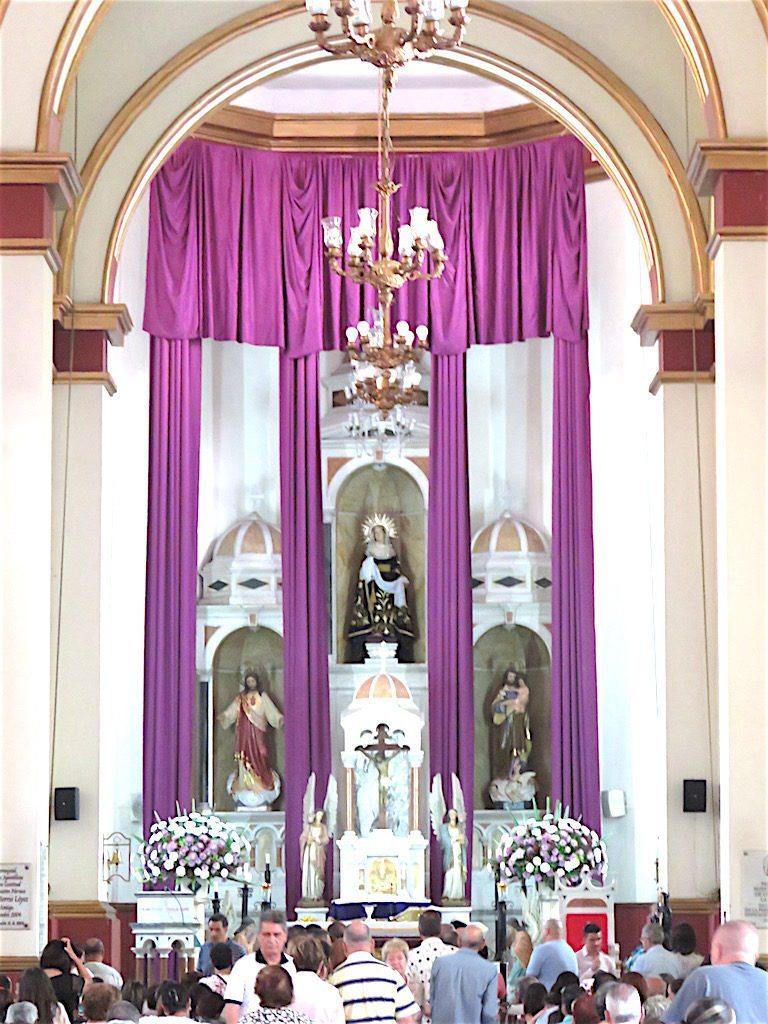 The main altar in Iglesia de Nuestra Señora de los Dolores