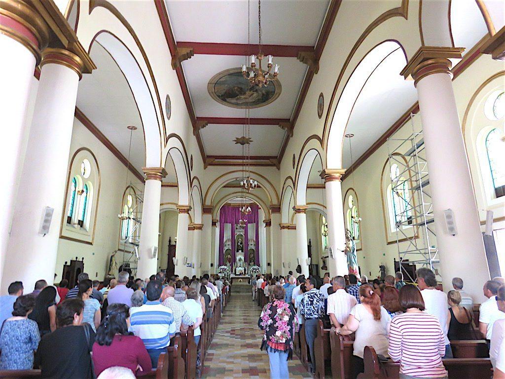 The central nave inside Iglesia de Nuestra Señora de los Dolores