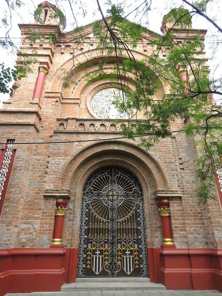 The façade of Iglesia de San Benito