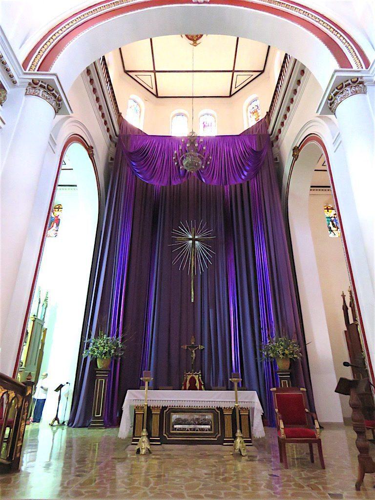 The main altar in Catedral Nuestra Señora de las Mercedes
