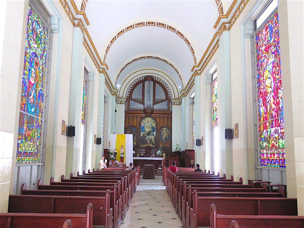 Inside Iglesia del Cementerio San Pedro