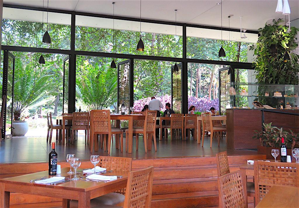 Inside Restaurante In Situ