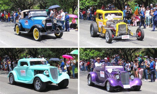 2019 Classic Car Parade (Desfile de Autos Clasicos) Photos