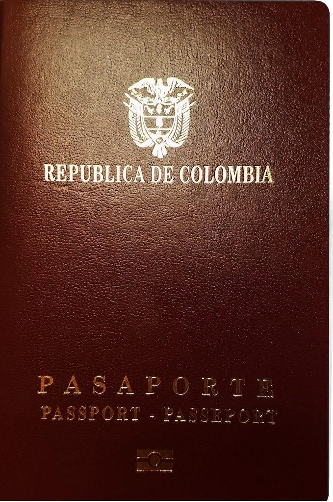 Colombian passport, photo by Tardigradas